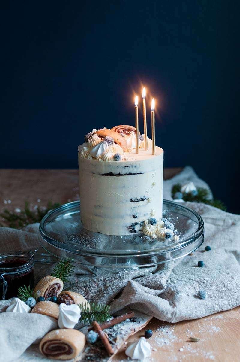 Laadittu reseptiikka asiakkaan Fria gluteeniton tuotteiden pohjalta, suunniteltu koristelu teeman mukaiseksi, valmistettu sekä kuvattu kakku.