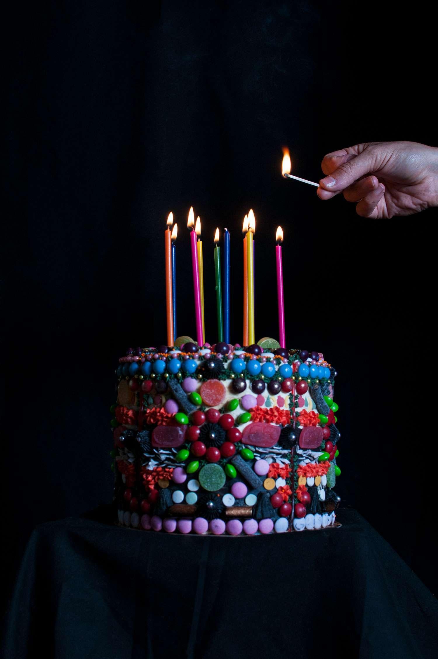 Say It With A Cake!   Kuva L. Karlin, stailaus Mona Tähtinen & Laura Karlin